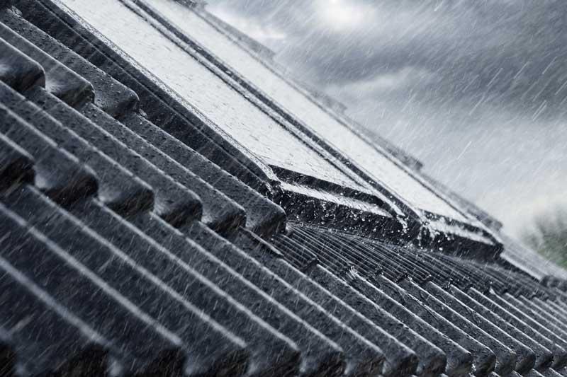Proteggi mansardda con finestra per tetti VELUX tripla protezione